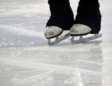 Як навчитися кататися на ковзанах спиною вперед
