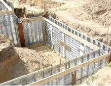 Як побудувати стрічковий фундамент
