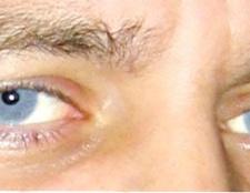 Як зробити на фото блакитні очі