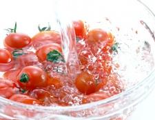Як виростити огірки та помідори