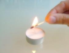Як вивести пляму від свічки