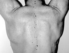 Як тренувати спину