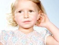 Як почистити вуха дитині
